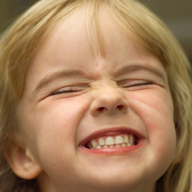 Kodėl vaikas griežia dantimis?